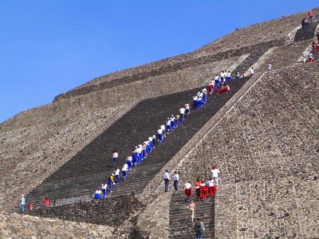 Subiendo pirámide del sol