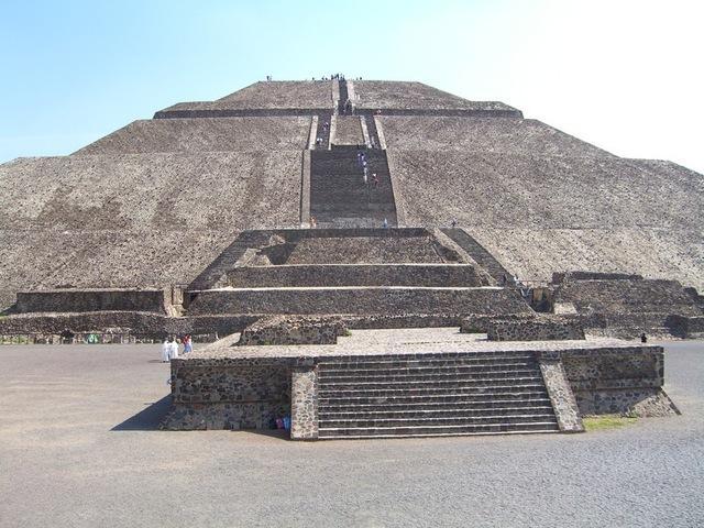 248 escalones de la pirámide del sol