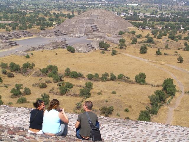 Casi arriba de la pirámide del sol