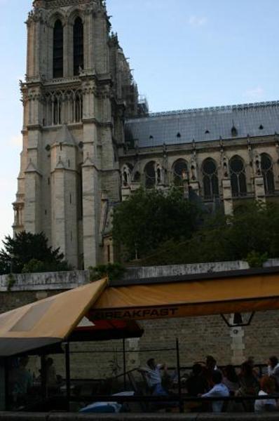 Notre Dame desde barco restaurante
