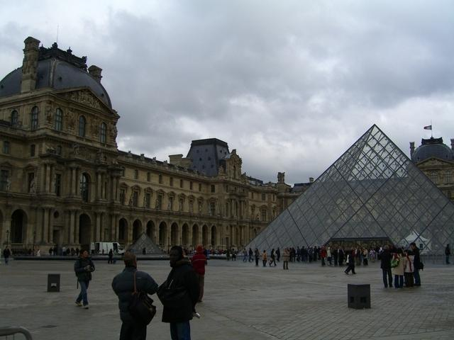 Pirámide de cristal
