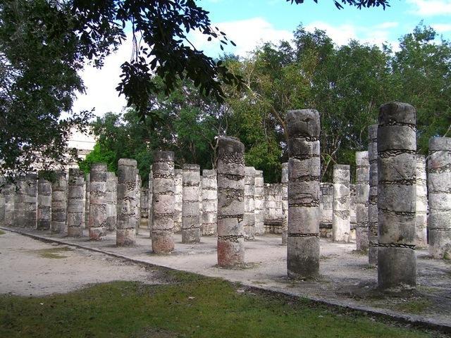 Grupo de las mil columnas