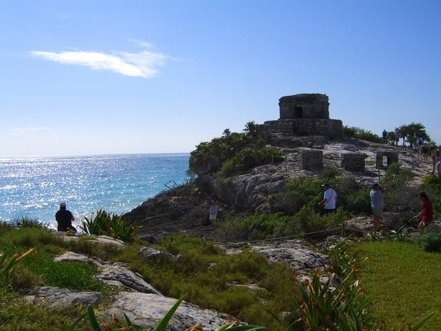 Ruinas mayas al lado del mar