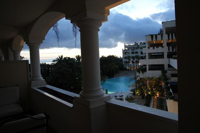 Hotel Guadalpín de noche