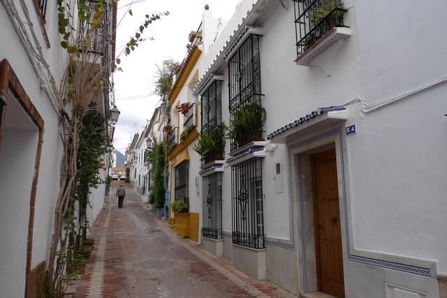 Calle típica de Marbella