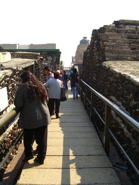 Paseando  por el templo mayor