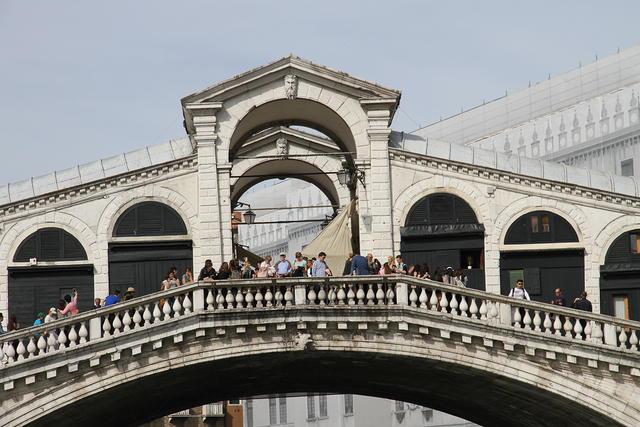 Pórtico del puente de Rialto
