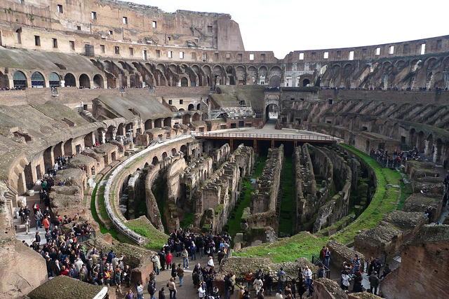 Panorámica interior del Coliseo de Roma
